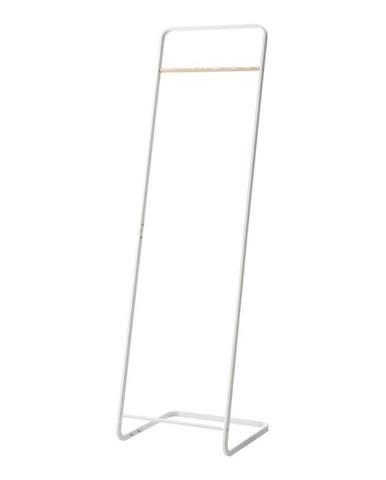 Biely vešiak YAMAZAKI, výška 140 cm